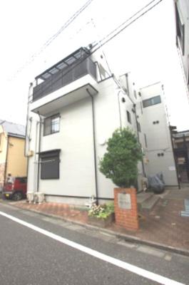 京急本線「六郷土手」駅より徒歩5分の駅近アパートです。