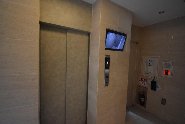 モニターついたエレベータ 安心です。
