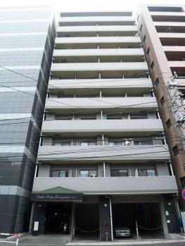 JR横浜線「新横浜」駅より徒歩圏内の分譲賃貸マンションです。