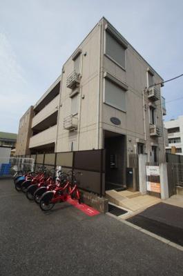 京浜急行大師線「大師橋駅」徒歩7分のアパートです。