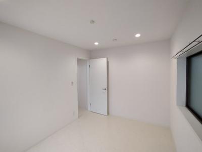 全体的に白く明るいお部屋ですね♪