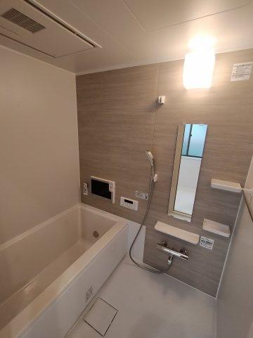 綺麗で清潔感のある浴室です。 浴室乾燥機付きで梅雨や花粉の時期の洗濯も安心です♪