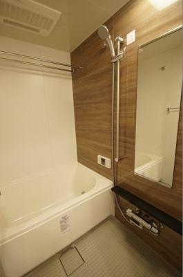 ゆったりとしたサイズの「バスルーム」