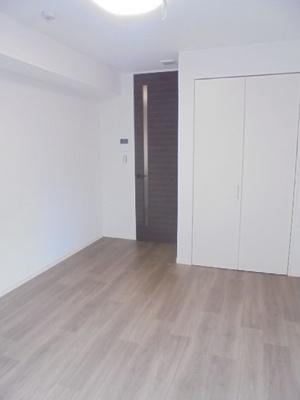 洋室6.4畳のお部屋になります。