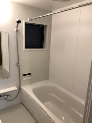 浴室には浴室乾燥機完備!梅雨や花粉の時期の洗濯も安心です♪