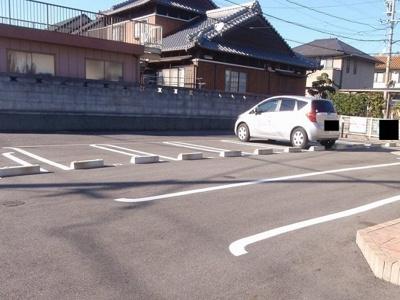 【駐車場】ファースト・ハウス