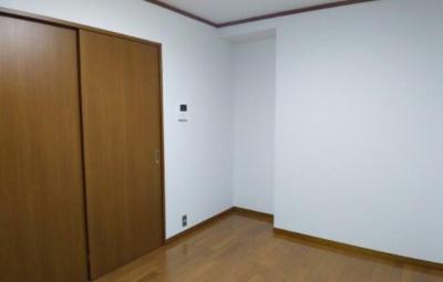 6.5帖のきれいな洋室。