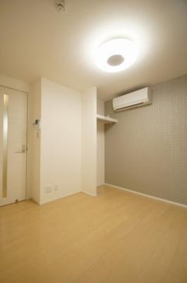 「床暖房完備の居室です」