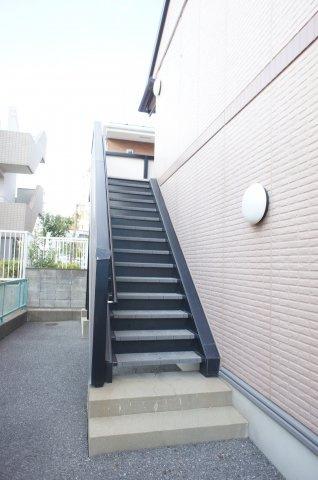 階段も静かでよい雰囲気