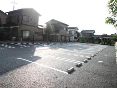 駐車スペース広めです☆