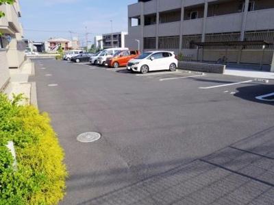 広めの駐車スペースです☆