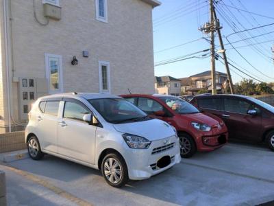 駐車場も1世帯1台ございます。