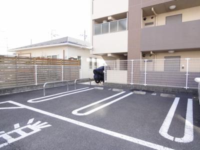 ネット無料。駐車場あります。