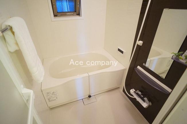 ユニットバス・浴室乾燥機・給湯器(追炊付)全て新調です☆窓もあり☆