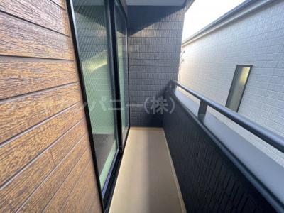 (同仕様写真)SCLを備えた玄関は靴だけでなく、お子様のスポーツ用具やゴルフバッグ、ベビーカーなどもスッキリ片付けることができるので、いつでも玄関の「綺麗」が保てますね