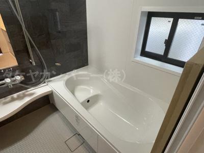 ((同仕様写真)1坪の広々バスルーム♪浴室乾燥付で雨の日でも楽々お洗濯♪ゆったりと一日の疲れを癒す快適空間に♪