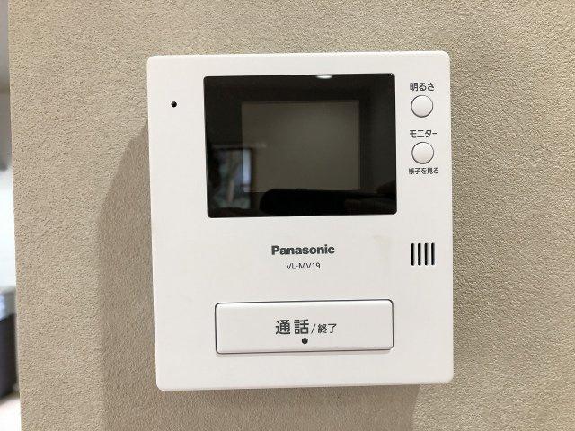 防犯上、安心のTVモニター付きインターホン