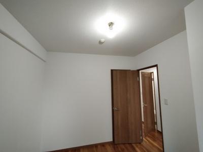 クロスやフローリング張替え済みでお部屋が広く明るく感じます。ぜひ内覧ください。