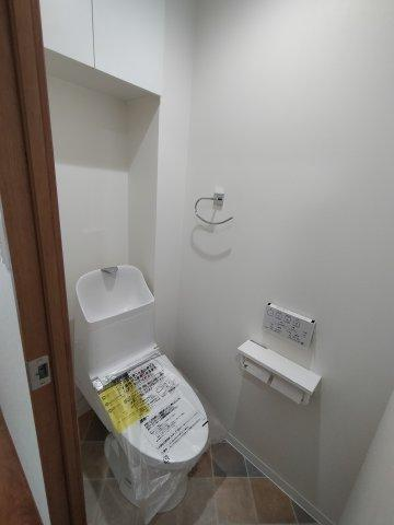 自動洗浄機能付きの温水洗浄便座。新規交換で気持ちよく使えます。