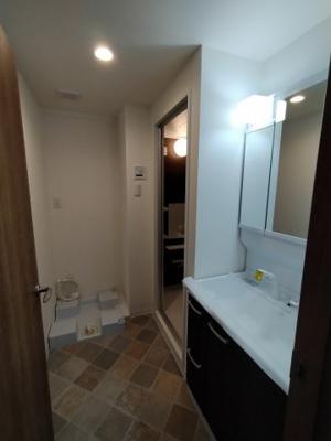 ゆとりのある洗面・ランドリースペースです。