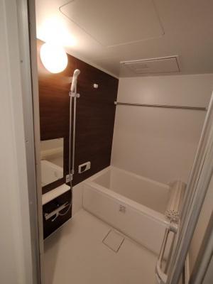 浴室乾燥機付きで梅雨や花粉の時期の洗濯も安心して干す事ができますね♪