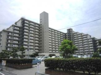 【日商岩井グリーンサイドマンション】地上12階建 総戸数242戸 ご紹介のお部屋は2階部分です♪