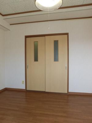 【居間・リビング】新山荘