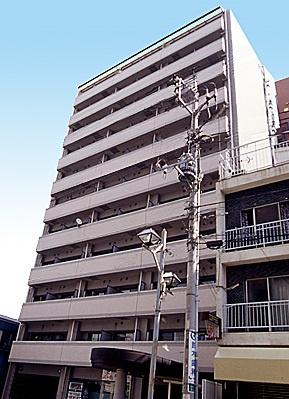 「阪東橋」駅より徒歩3分の駅近マンションです。