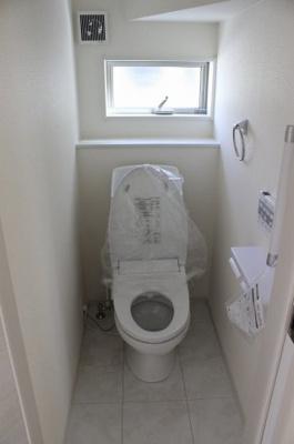 温水洗浄機能付きのトイレ。2階も同仕様です。