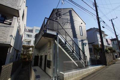 神奈川大学正門まで徒歩8分です。