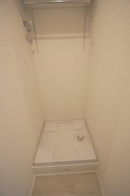 防水パン付の室内洗濯機置場あります。