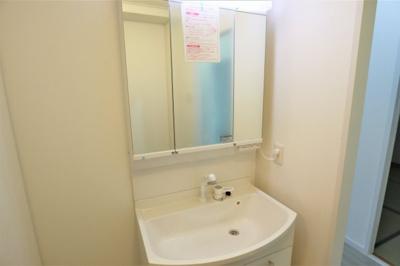 トイレ新調いたしました♪温水洗浄便座付きです。