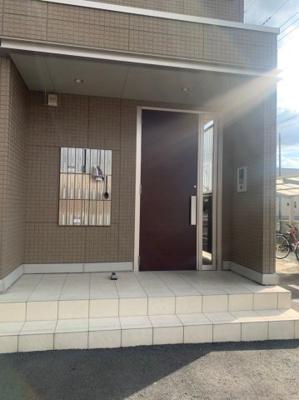 【エントランス】西小泉駅 南矢島町 3階建