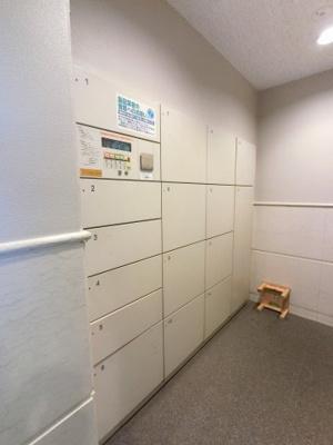 不在時にもお荷物が受け取れる宅配ボックスです。