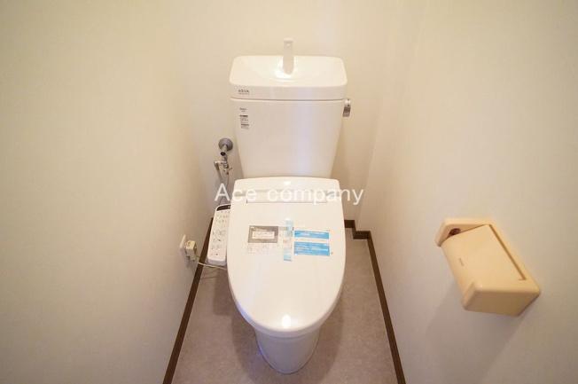 トイレは1階と2階の2ヶ所に完備☆共にシャワートイレ新調です☆