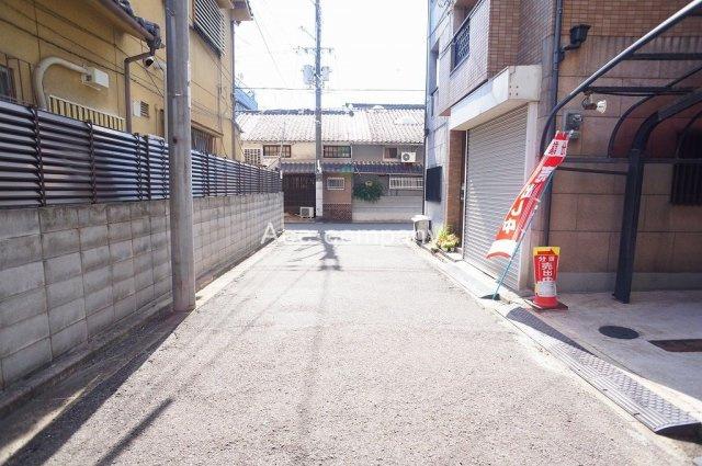 【前面道路:幅員約4.2帖】前道は通り抜けができず、小さなお子様にも安心です♪