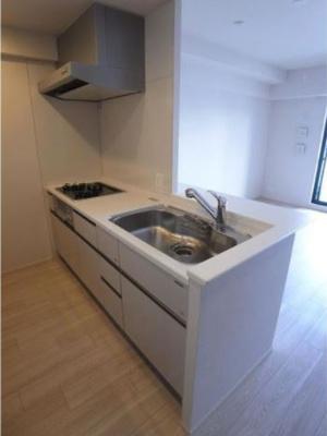 対面式システムキッチン。