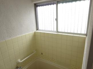 浴室窓付き