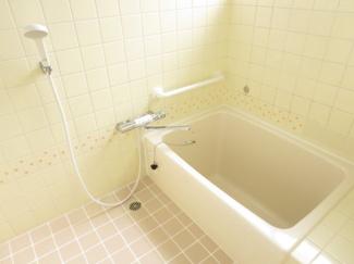 浴槽も綺麗に仕上げています