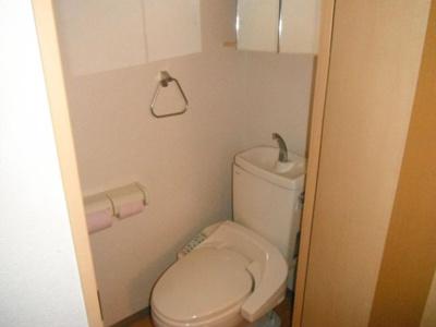 洗浄便座付き水洗トイレです。