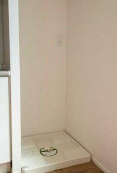 室内洗濯機置き場。収納スペース完備!
