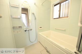 換気・暖房・乾燥付き浴室です。
