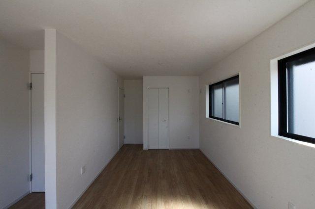 1階10.2帖の洋室は広々1部屋としてでも、仕切りをつくり5帖、5.2帖の洋室としてもライフプランに合わせて選んで頂けます。
