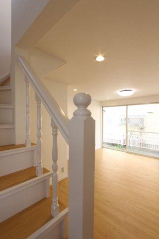 広々としたLDKにリビング階段があるので、家族をより近くに感じらられる優しい間取りとなっております。現地いつでも内見可能です。ご都合に合わせてご案内い致します。