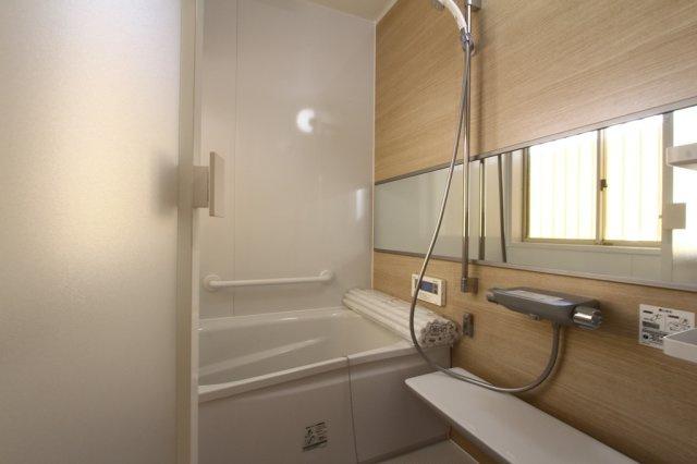 バスルームも新品なので、気持ちよく新生活をスタートできます。清々しい空気を纏った明るいバスルーム、是非現地にてご確認くださいね。