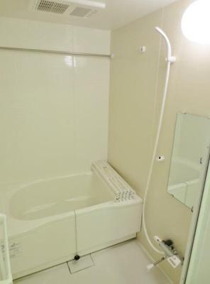 追い焚き・浴室乾燥機付きバス。