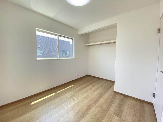 クロゼット扉が無いので常に中身が見え自然と片付けの意識が高まります。家具の配置もしやすい♪※イメージ
