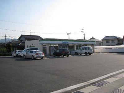 ファミリーマート福山曙店(コンビニ)まで560m