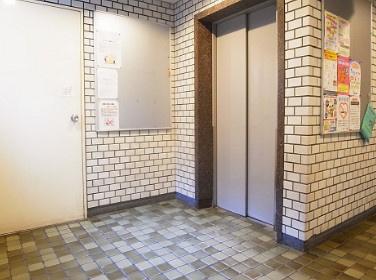 トーア新富マンションのエレベーターです