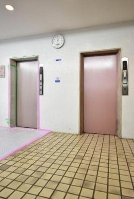 エレベーターです。2基有ります。